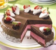 Kakaový dort s jahodovou náplní - Recepty na každý den Czech Recipes, Russian Recipes, Ethnic Recipes, Heart Cakes, Cake Boss, Sweet Cakes, Pavlova, Chocolate Cake, Cheesecake