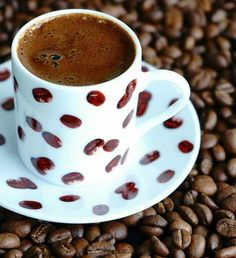 60 Wednesday Coffee Memes, Images & Pics To Get Through The Week - Fashion Style Brown Coffee, I Love Coffee, Coffee Break, Hot Coffee, Coffee Drinks, Morning Coffee, Café Chocolate, Chocolate Lovers, Coffee Meme
