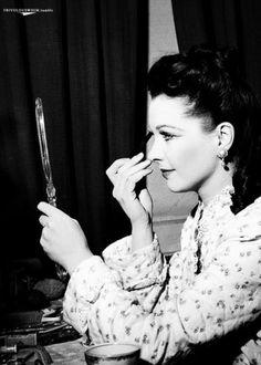 Vivien Leigh applying make-up...