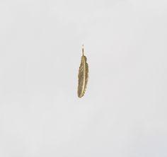 Brinco Pena Solo em Prata com banho de Ouro +info: joias.she@gmail.com