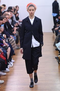 Comme des Garçons Comme des Garçons Spring 2016 Ready-to-Wear Collection Photos - Vogue   http://www.vogue.com/fashion-shows/spring-2016-ready-to-wear/comme-des-garcons-comme-des-garcons/slideshow/collection#34