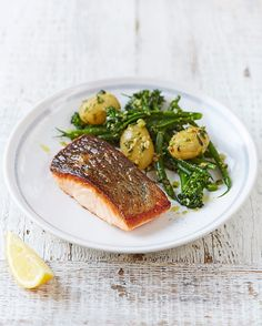 #recipeoftheday super simple one for dinner. A delicious salmon with pesto dressed vegetables. It makes a great midweek dinner and a simple way to get more oily fish into your diet! Recipe over on my website or hit the link in my bio. JO xx #dinner #fish #foodrevolution