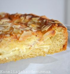 Sain pari viikkoa sitten kylään ystäväni  Maijan  lapsineen . Sesongin mukaisesti leivoin omenapiirakkaa, joka kondensoidun maidon ansiosta... Sweet Bakery, Sweet Pie, Pastry Cake, Dessert Recipes, Desserts, What To Cook, Yummy Cakes, Vanilla Cake, Sweet Tooth