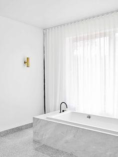 White bathroom curtains  | Est magazine