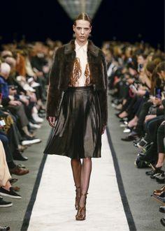 Givenchy 2014-2015 Sonbahar Kış Koleksiyonu - Ricardo Tisci ruhu ve Givenchy DNA'sı ile Givenchy 2014-2015 Sonbahar Kış Koleksiyonu;
