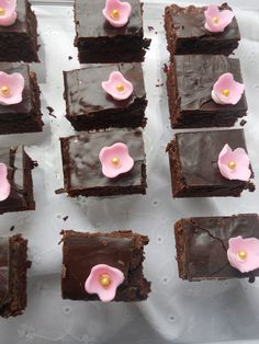 """Little brownies with extra chocolate layer on top, pimped with cute pink fondant flowers.   Order an """"Afternoon Delight"""" with taart-deco.blogspot.com"""