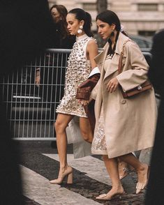 Chic style, high fashion looks, spring outfits women, street outfit, scarf Older Women Fashion, Trendy Fashion, Vintage Fashion, Fashion Outfits, Style Fashion, Fashion Top, Fashion Hats, Fashion Clothes, Fashion Trends