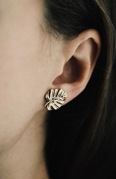 Handmade Monstera Leaf Earrings   CollectedEdition on Etsy #GoldJewelleryShoot
