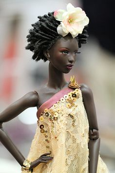 http://www.shorthaircutsforblackwomen.com/black-dolls-with-natural-hair/ Black Barbie
