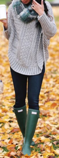 fall outfit ideas / gray knit + green color pop