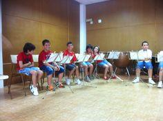 Alumnes de 1r i 2n de Llenguatge Musical de la professora Míriam Cueves preparant-se per l'audició (15-6-2012)
