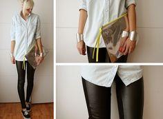 A clássica camisa branca fica linda com a legging de couro!