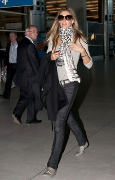 Gisele Bundchen Photos: Gisele Bundchen at Paris Airport