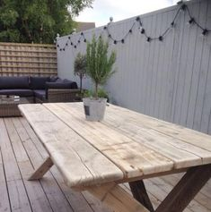 Hottest Snap Shots scaffold board Garden Table Tips We pride ourselves on outstanding good reputation quality and sturdiness so the garden furniture mig Patio Furniture Makeover, Wooden Garden Table, Metal Patio Furniture, Paving Design, Diy Garden Table, Patio Furniture, Small Patio Furniture, Diy Patio Furniture, Garden Furniture