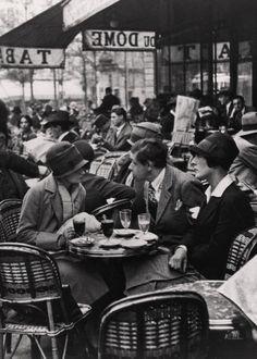 André Kertész, My Friends at Cafe du Dome, 1928 viafansinaflashbulb.wordpress.com