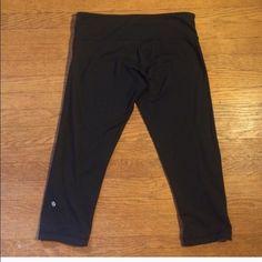 Lululemon Reverse wonder crop Size 10. Excellent condition. lululemon athletica Pants