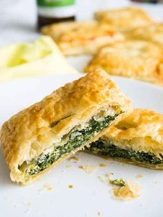 Spinach & Ricotta Puff Pastry Parcels - perfect little snacks that can be made in advance! Veggie Recipes, Fish Recipes, Whole Food Recipes, Appetizer Recipes, Diabetic Recipes, Yummy Recipes, Cooking Recipes, Puff Pastry Chicken, Puff Pastry Recipes