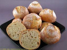 Brötchen mit Weizensauerteig und Vorteig