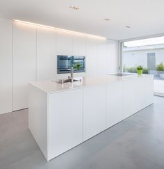 lines, clear structures and plain shapes. Colour concept: White A house in Switzerland: discreet design in combination with HI-MACS® Simple lines, clear structures and plain shapes. Colour concept: White lines, clear structures and plain shap Kitchen Decor, Kitchen Inspirations, Interior Design Kitchen, Home Decor Kitchen, White Kitchen Design, Home Kitchens, Minimalist Kitchen, Modern Kitchen Design, Contemporary Kitchen