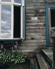 This house was built in 1972 by a boatbuilder. So of course I'm in love with it.  #theknittingqueentakesmaine - http://ift.tt/1NTRLxU