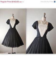 Storewide Sale 50's Cocktail Dress // Vintage por TheVintageStudio, $113.60