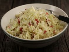 Salata bavareza de varza alba Romanian Food, 30 Minute Meals, Cabbage, Bacon, Salads, Food And Drink, Sweets, Dishes, Vegetables