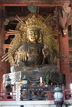 One of the two giant Buddha figures in Daibutsu-den Hall.