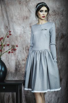 Kasia Miciak design - Rozkloszowana sukienka z haftowaną koronką
