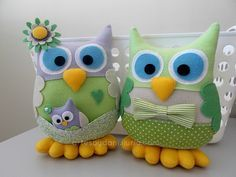Felt Owls/// very cute ! Owl Crafts, Kids Crafts, Diy And Crafts, Arts And Crafts, Sewing Crafts, Sewing Projects, Projects To Try, Owl Fabric, Owl Family