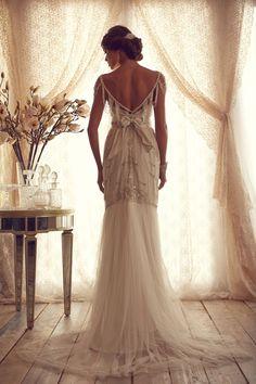 back of Anna Campbell wedding dress  http://www.annacampbell.com.au/gossamer-collection/4579507292