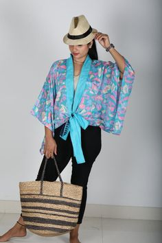 Short Kimono Shrugs The Summer Cardigan for Women. Shrugs top dress can also be worn on jeans. Shrugs is lightweight and feminine, the perfect accessory of dress or top.The Shrugs is loose and super comfortable dress for women made with vintage sari saree fabric with vibrant colors Kimono Shrug, Kimono Blouse, Boho Kimono, Kimono Fashion, Boho Fashion, Bohemian Blouses, Boho Tops, Cardigans For Women, Blouses For Women