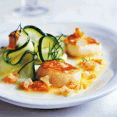 Kammuslinger med beurre blanc opskrift Fish Dishes, Scallops, Seafood Recipes, Risotto, Zucchini, Buffet, Lunch, Dessert, Dinner