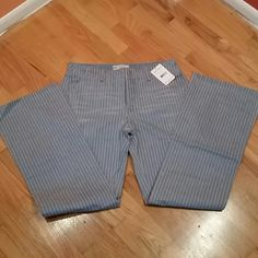 """NWT Striped Free People Wide Leg Jeans I am in love with these unfortunately they don't fit, never have so it's time to let them go.  Brand new with tags  No stretch  Approx measurements lying flat :  Waist : 16"""" Rise :  93/4"""" Inseam : 31 1/2"""" Free People Jeans Flare & Wide Leg"""