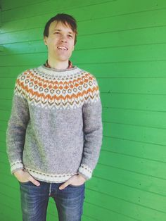 Ravelry: Project Gallery for Riddari pattern by Védís Jónsdóttir Good colors Knit Cardigan, Pullover Sweaters, Men Sweater, Sweaters Knitted, Knitting Patterns, Crochet Patterns, Icelandic Sweaters, Spinning Yarn, Bobbin Lace