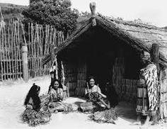 Ko te tikanga i te tākaro titi tōrea, ka noho ngā kaitākaro ka whiuwhiu rākau ki waenganui i a rātou me te taki waiata haere. Maori People, Maori Designs, Africa, Around The Worlds, Cabin, House Styles, Google Search, Cloaks, Houses