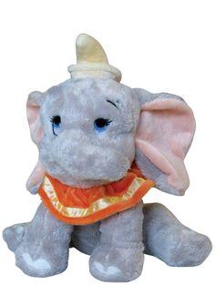 Silkkisen pehmeä ja suloinen Dumbo-pehmo on ihana leikki- ja unikaveri.  Korkeus n. 25 cm. Käsinpesu.