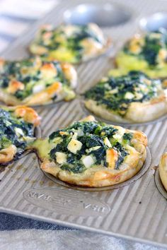These Mini Spinach Feta pies are an easy alternative to traditional Greek Spanakopita, with only 5 ingredients and 10 minutes of hands on time! These are packed FULL of healthy spinach, and a perfect vegetarian entree or appetizer. Spinach Feta Pie, Spinach Puff Pastry, Phyllo Recipes, Appetiser Recipes, Quiche Recipes, Salad Recipes, Vegetarian Entrees, Vegetarian Cooking, Vegetarian Greek Recipes