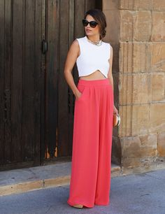 Seams for a desire, look Pantalones palazzo para tus eventos Coral Pants, Pink Trousers, Outfit Bautizo, Basic Outfits, Cool Outfits, Street Style Summer, Palazzo Pants, All About Fashion, Dress Skirt