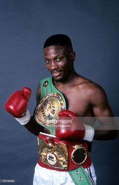 Pernell Whitaker (IBF-L WBC-L WBA-L IBF-SL WBC-W WBA-SW 40-4-1 USA)