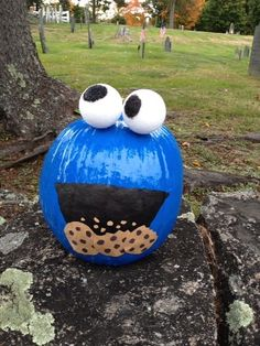 Cookie Monster pumpkin - no carving necessary! Cookie Monster pumpkin - no carving necessary! Pumpkin Art, Pumpkin Crafts, Fall Crafts, Holiday Crafts, Holiday Fun, Crafts For Kids, Pumpkin Painting, Holiday Decor, Halloween Pumpkins