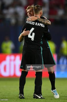 Toni Kroos of Real Madrid and Sergio Ramos of Real Madrid celebrate victroy after the UEFA Super Cup final between Real Madrid and Manchester United at the Philip II Arena on August 8, 2017 in Skopje, Macedonia.