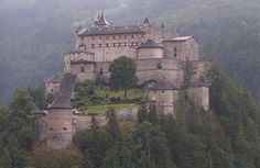 Searching for Castles in Austria? Visit castles & museums in Salzburg & find great places for sightseeing in Austria. Medieval castles are waiting for you. Beautiful Castles, Beautiful Buildings, Beautiful Places, Amazing Places, Chateau Medieval, Medieval Castle, Medieval Fortress, Hohenwerfen Castle, Places To See