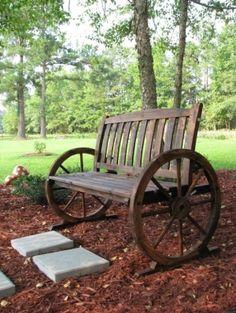 Perfect bench for a garden - love the wagon wheel look! Western Decor, Country Decor, Rustic Decor, Primitive Decor, Country Living, Wagon Wheel Bench, Wagon Wheels, Outdoor Projects, Outdoor Decor