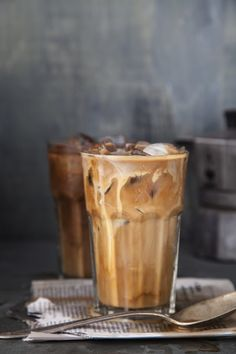 Lecker und kalorienarm: Die 5 besten Eiskaffee-Rezepte aus New York In summer, an iced coffee is a good alternative to a hot cappuccino Yummy Drinks, Yummy Food, Healthy Food, Café Chocolate, Seattle Food, Think Food, Coffee Cafe, Coffee Shop, Coffee Girl