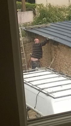 My brother's landlord put plumber's crack on another level http://ift.tt/2ekEVzI