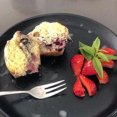 """Sandra on Instagram: """"▪️muffins fruits rouges▪️ . Muffins que j'ai fait avec mon fils. D'une simplicité enfantine ▪️Ingrédients: 100g de sucre 2 oeufs 200 g de…"""" French Toast, Muffins, Breakfast, Instagram, Red Berries, Sons, Sugar, Recipe, Thermomix"""