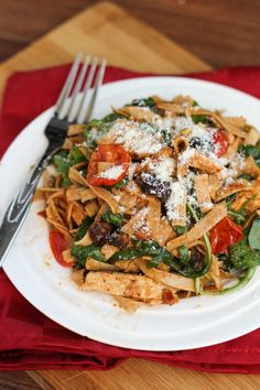 Whole Wheat Pasta with Sundried Tomato Pesto, Chicken, Tomatoes, and Spinach | A tasty post workout meal!