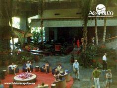 #acapulcoeneltiempo El imponente lobby del hotel Princess de Acapulco. ACAPULCO EN EL TIEMPO. El Hotel Princess de Acapulco, se inauguró a principios de los años 70, contando con un imponente lobby de una gran altura y diseño orgánico, el cual es operado en la actualidad por la cadena de hoteles The Fairmont, al igual que su vecino el hotel Pierre. Busca más información en la página oficial de Fidetur Acapulco.