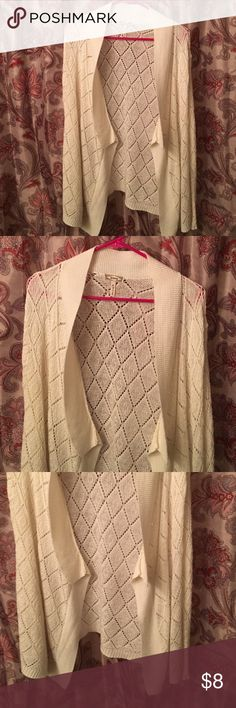 Kirra sweater. Size M. Kirra sweater. Size M. Light weight. In great condition. Also have in mint in a previous post. Kirra Sweaters Cardigans