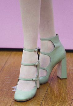 i want these shoes… even though i have some almost exactly like them… the heel is slightly different on these..